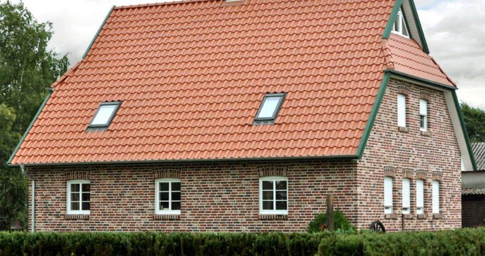 широко фото домов с оранжевой металлочерепицей горячее молоко